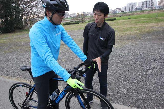 初心者はいきなり公道に出ないで、まずは人通りの少ないサイクリングロードなどで練習すること