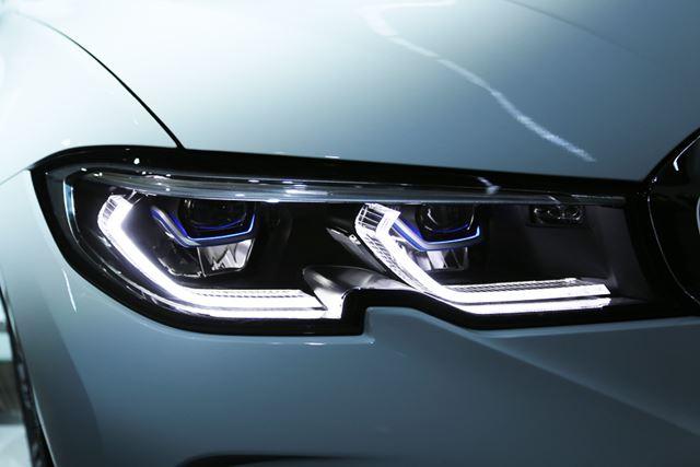 切り欠きの入った、BMW 新型「3シリーズ」のヘッドライト