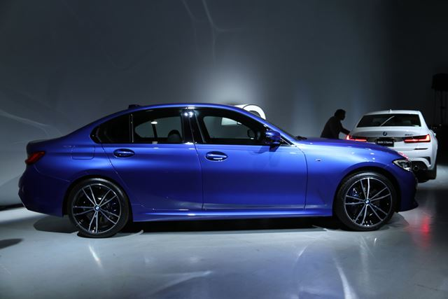 BMW 新型「330i」のサイドイメージ