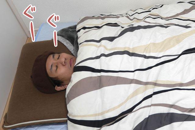 しかし、キッチリ布団をかけて寝ているように見えても