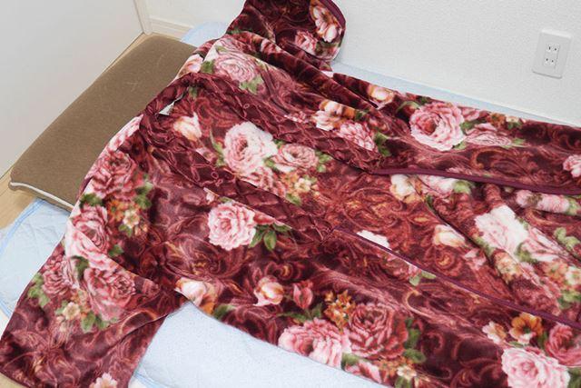 デザインからして「実家の毛布」感がハンパない、ガチな毛布です