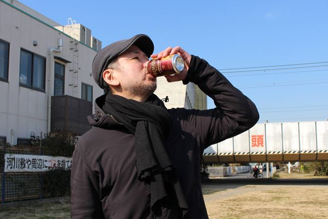 とりあえずビールを飲む辻村さん