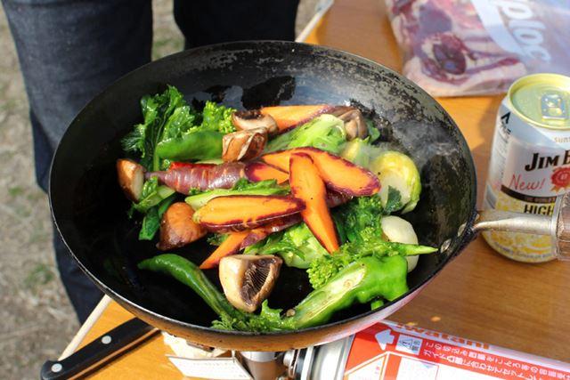 「炒めるのではなく焼く。焼いた野菜うまい普及協会をやっています」と辻村さん。もちろん冗談ですよ