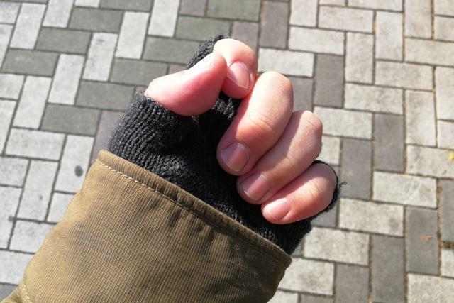 軽く握った指先をもぞもぞと動かしているうちに、指先がじんわりと温まってきました