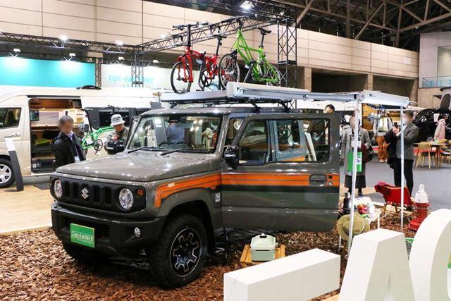 展示車両には自転車が積まれ、サイドオーニングも装備されるなど、なかなかいい雰囲気の仕上がりだ