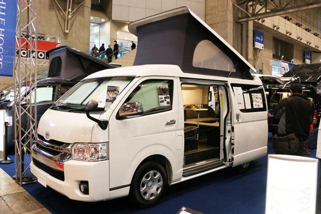 4人乗車ができ、全員車中泊できる。価格は639万円(税別)