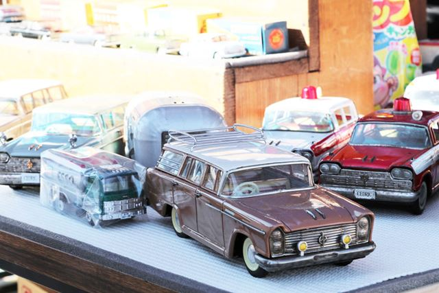最後のニューイヤーミーシングでも、ミニカーなど多くのグッズ類が販売されていた
