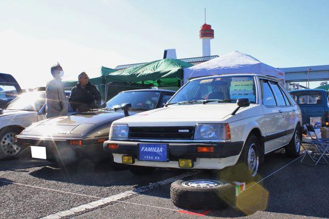 マツダ「サバンナRX-7」(左)と、「ファミリア」(右)