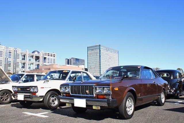 日産「ブルーバード」左が510型で右が811型