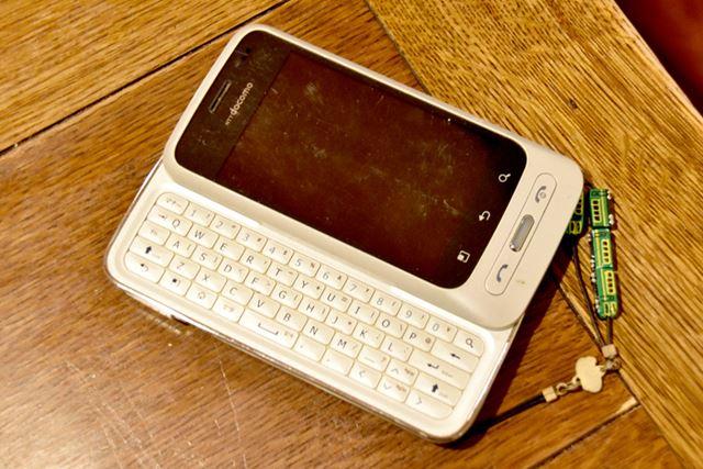 「Optimus chat L-04C」(LGエレクトロニクス・ジャパン)。キーボードが秀逸なAndroidスマートフォン