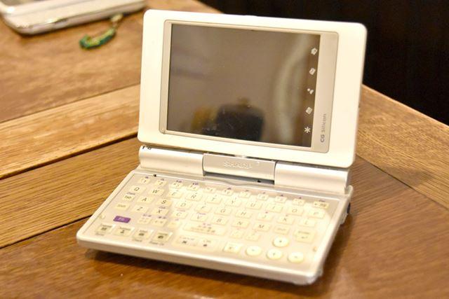 「Zaurus SL-C760」(シャープ)。 OSはLinux。軽量でスタイリッシュなのが魅力だ