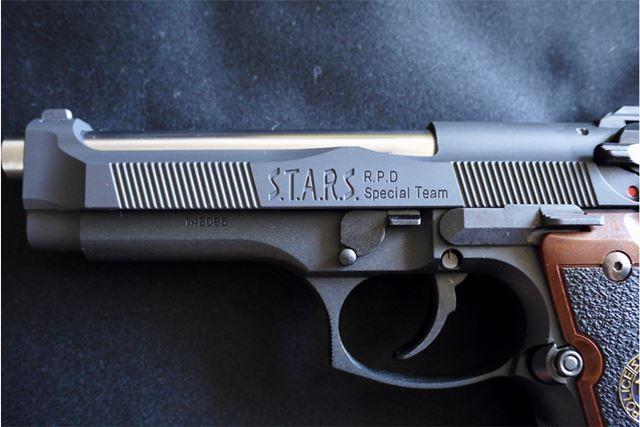 銃身にもS.T.A.R.Sのロゴ。バレルがシルバーなのも格好いいですね