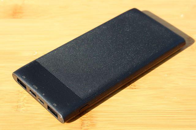 今回は10,000mAhのモバイルバッテリーを用意しました。なお、使用できるバッテリーは出力5V2A以上です