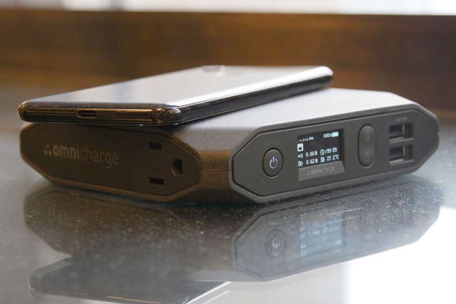 ワイヤレス給電に対応するモバイルバッテリー「Omni 20 +」(写真は「Omni 20」)