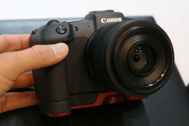 レッドカラーのEG-E1を装着したイメージ