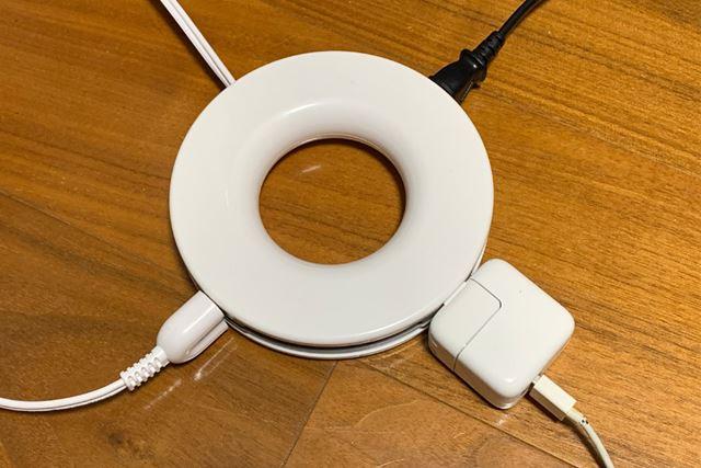 普段はこんな感じで使っていた電源タップですが、「PLUGO」に変えると見た目もスッキリ