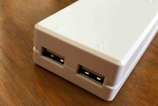 USBポートは2つ。電圧の異なる海外でもそのまま使えます
