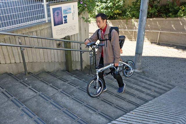 車体が軽いので、階段があってもヒョイと持ち上げて歩いていける。この機動力は旅先で重宝するはずだ