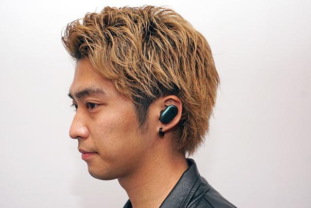 耳から飛び出さない薄型スタイリッシュなイヤホン本体