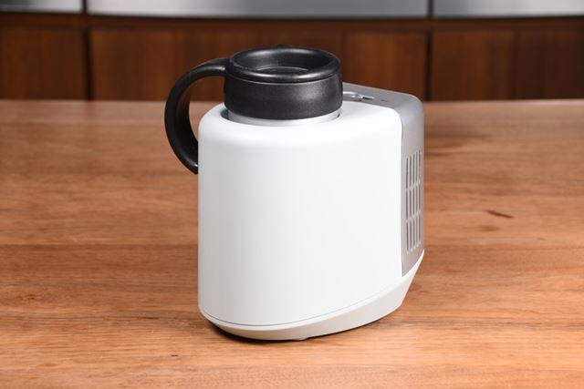缶やペットボトルを冷たく(温かく)キープする「ドリンククーラー D03 AC/DC」