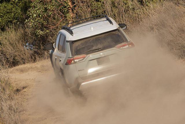 トヨタ 新型「RAV4」の悪路走破イメージ
