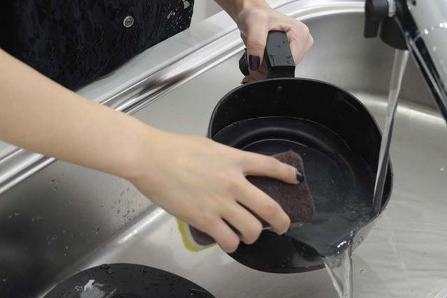 ケトルは丸洗いできるうえ、フッ素加工を施したアルミ製なのでニオイも付きにくい