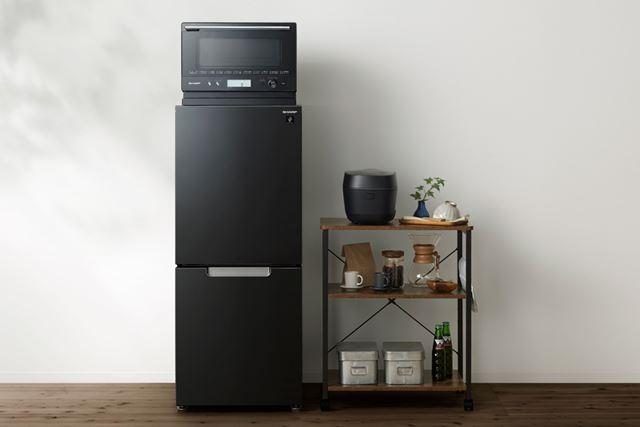 冷蔵庫の上に電子レンジやオーブンレンジを置けば、収納もスッキリ