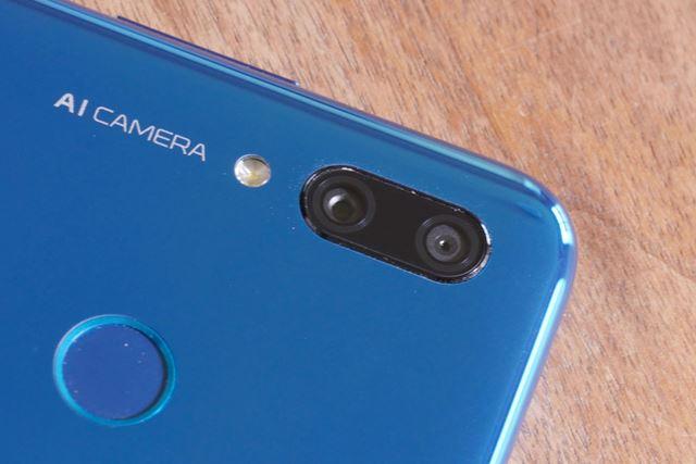 1300万画素と200万画素のカメラを備えるメインカメラ
