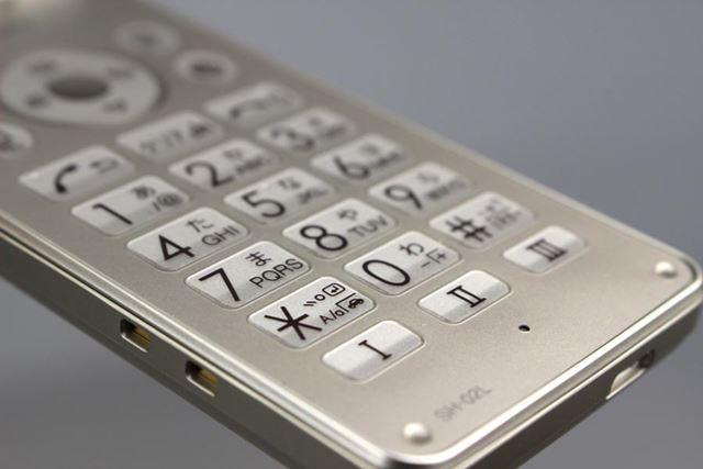 テンキーとファンクションキーには、凹凸が付けられており、操作性を高めている