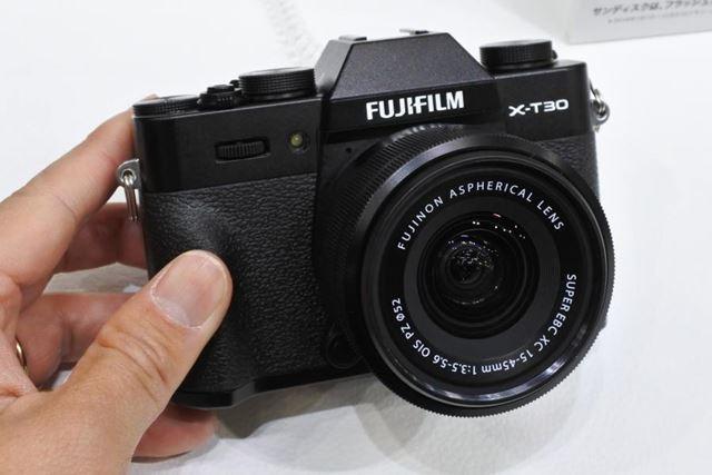 富士フイルムの新モデル「X-T30」。今回初めて実機に触ったが、その印象は非常によかった