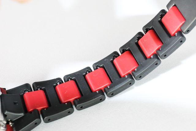 中駒には、軽くて高耐久なナイロン系樹脂「ファインレジン」が使われている