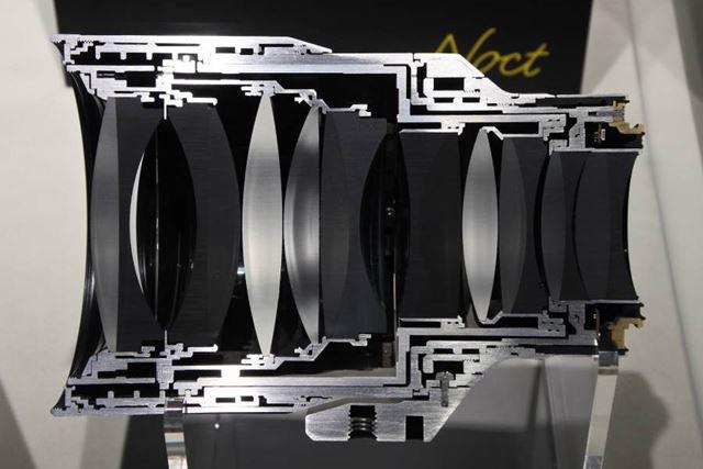 NIKKOR Z 58mm f/0.95 S Noctのカットモデルも展示されていた。レンズ構成は10群17枚のダブルガウス型