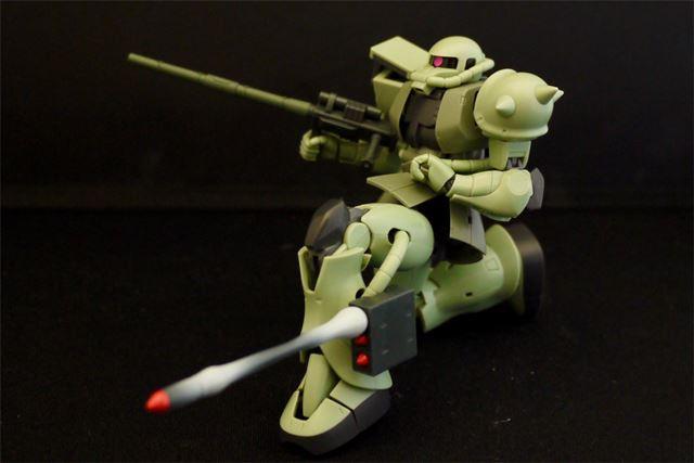 ヒート・ホークは2種類付属。足に付けるミサイル・ポッドは発射エフェクトも付いています