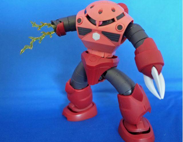 ガンダムとの対戦で破壊された腕を再現できるダメージエフェクトが付属