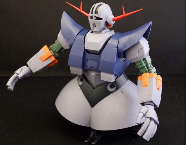 大型モビルスーツですが、肩、腕、腹部の可動が秀逸