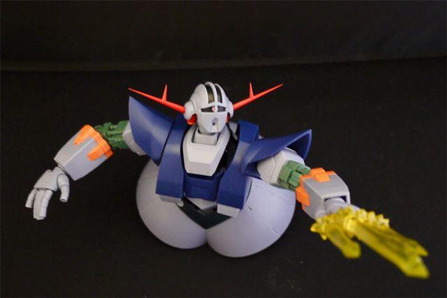 両手に付けるメガ粒子砲エフェクトも付属。両腕は有線ワイヤーで遠隔攻撃を再現できます
