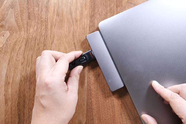 まずは、USBメモリーをフォーマットします。今回は、MacBook Pro(macOS Mojave 10.14.3)で行いました