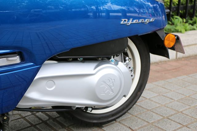 リアタイヤに駆動力を伝えるスクーターのキモとなる部分にも、ライオンマークが刻印されている