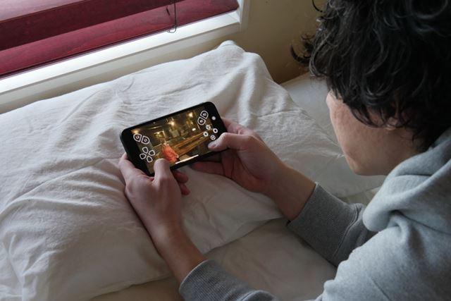 テレビが誰かに使われていても、自分の寝室で「PS4」をプレイできちゃいます