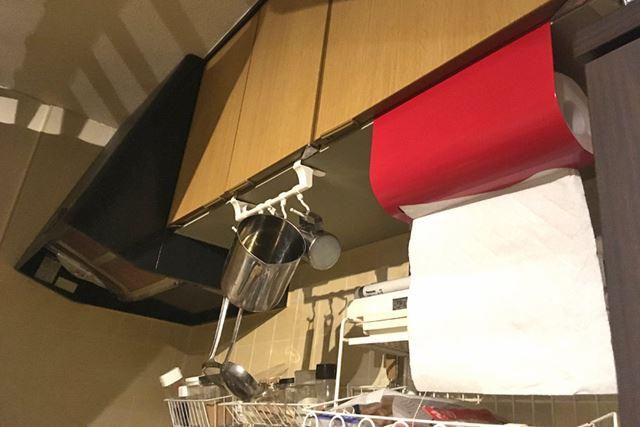殺風景なキッチンにレッドがとてもまぶしいです!