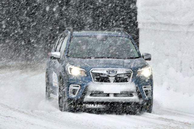 スバル「フォレスター アドバンス(e-BOXER)」の雪上試乗イメージ