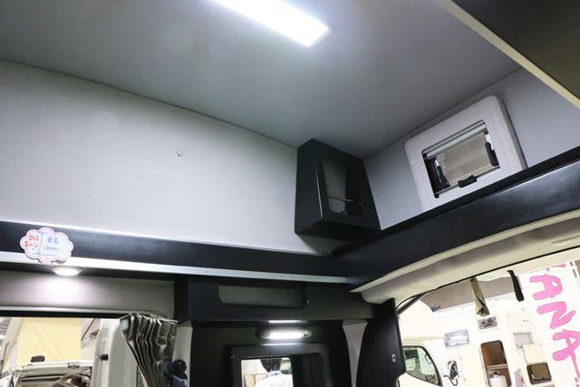 天井が高くなるので、大人でも車内で立つことができる。もちろん、車内で寝る際の快適さもアップ!