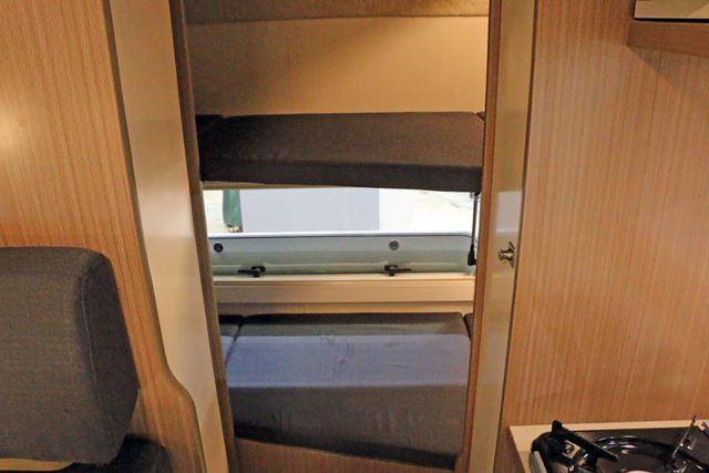 車体後部には、リビングと分かれてた就寝スペースが設けられることも