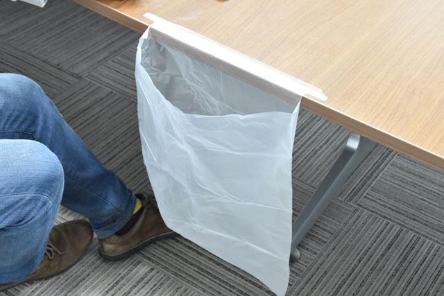 切り込みによって、ピンと張っても袋の口はゆったり開いたまま