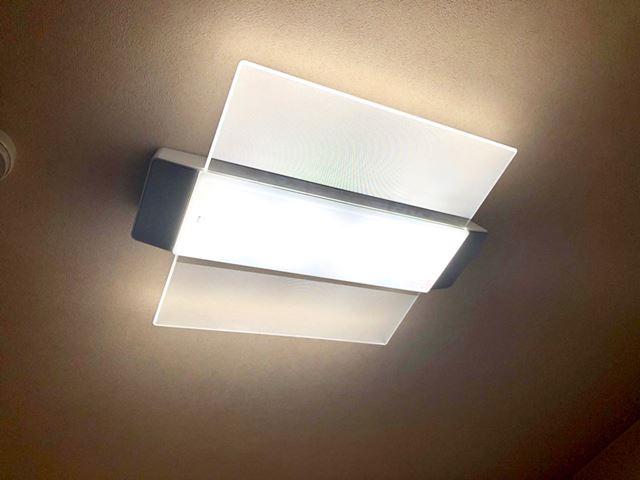 スピーカー一体型のLED照明「AIR PANEL LED THE SOUND」