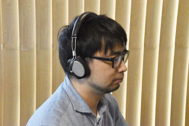 プレイ時はヘッドホンを装着し、聴覚を下界から遮断することで、「バイオRE:2」への没入感を高めます