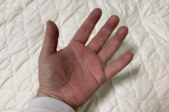 昔ほどではないような気もしますが、手が黒くなるのは仕方ないですね