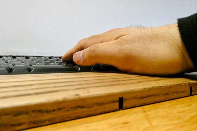 ほかのパームレストとは異なり手のひらが沈まないのが特徴です