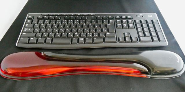 サイズが大きいので、小さいキーボード+マウスのパームレストとしても使えそうです