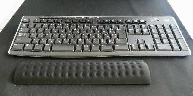 横幅は短め。テンキーレスのキーボードにぴったりかも